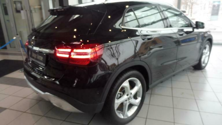 MERCEDES GLA TRIEDA 220 4MATIC URBAN full