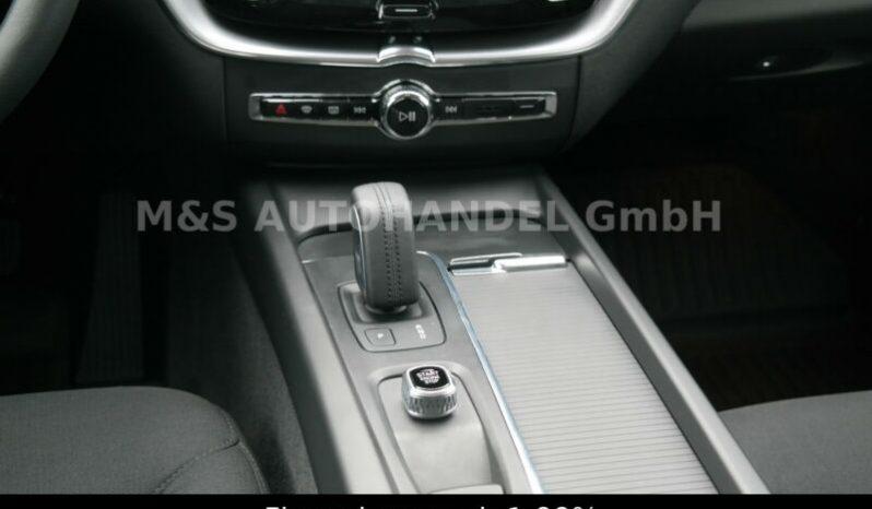 Volvo XC60 B4 Momentum Mild Hybrid AWD A/T full